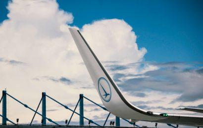 TAROM a aniversat 62 de ani de existenţă, alături de pasagerii săi
