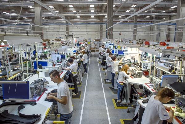 Faurecia inaugurează în România cea mai modernă fabrică a grupului