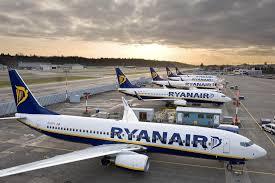 Ryanair angajeaza 100 de insotitori de zbor din Romania