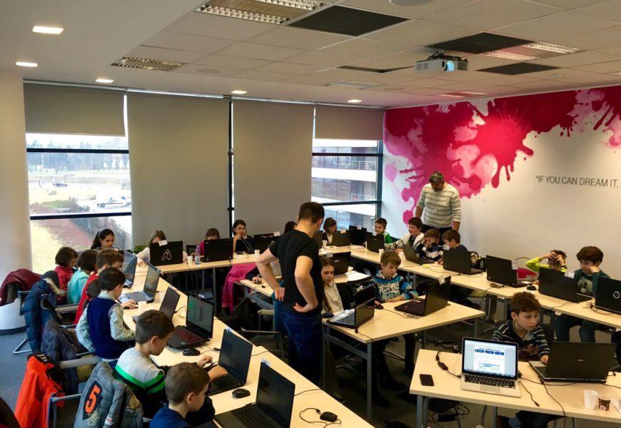 Telekom Romania susţine viitorii IT-işti printr-o nouă serie de ateliere Coder Dojo