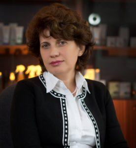 susana-laszlo-director-general-cosmetic-plant