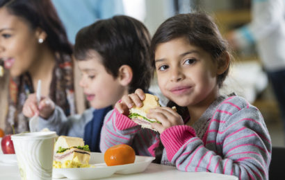 Program-pilot guvernamental: Elevii și preșcolarii vor beneficia de o masă caldă