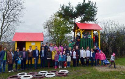 SOS Satele Copiilor România: Copiii din satul SOS Cisnădie au un loc nou de joacă