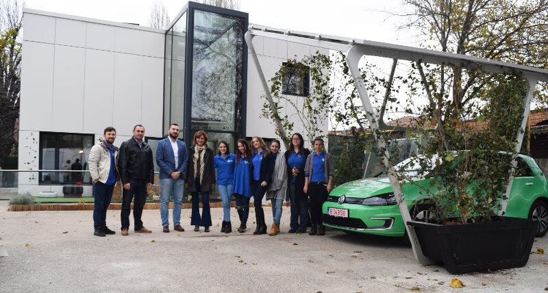 efden_casa-solara_stiatia-de-incarcare-cu-panouri-fotovoltaice-pentru-masini-electrice