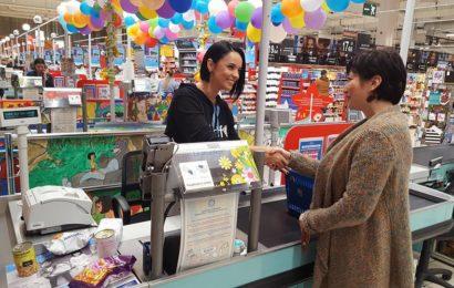 Peste 70.000 de clienţi Carrefour au donat bani pentru copiii din 45 de scoli