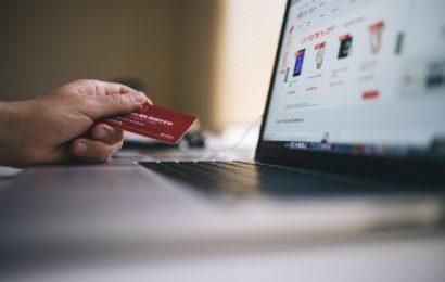 Creșteri cu aproape 60% ale plăților online prin card in 2016