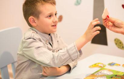 Help Autism ofera terapie gratuita pentru copiii cu autism