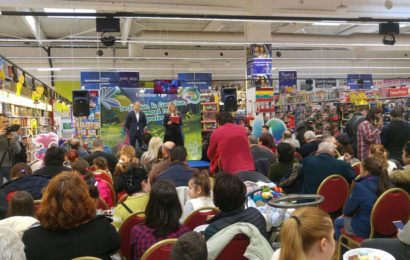 """Carrefour a invitat 310.000 de copii din 680 de scoli să coloreze îndrăgitele personaje """"Trolii"""""""