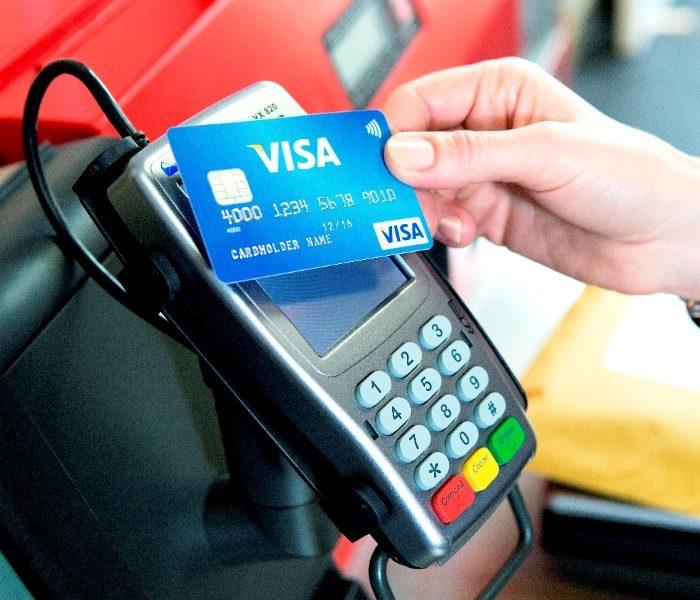 Românii au făcut peste un milion de plăţi de taxe şi impozite cu cardul anul trecut