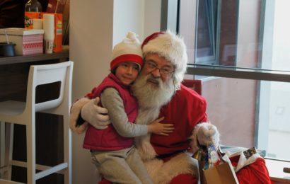 """Campania """"Letters to Santa"""": Mos Craciun a indeplinit dorintele a peste 800 de copii din satele clujene"""