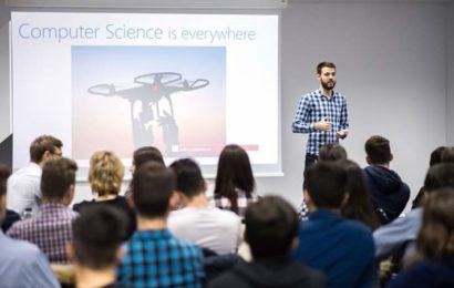 2000 de liceeni pasionați de IT din România construiesc aplicaţii mobile