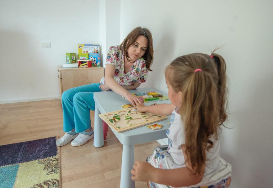 Infant Kineto Clinic: Decât într-o familie disfuncțională, mai bine cu părinții divorțați
