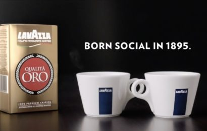 """""""Born Social in 1895"""": noua campanie internațională de publicitate celebrează rolul cafelei Lavazza"""