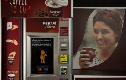 Automatele NESCAFÉ Alegria permit plata prin card bancar