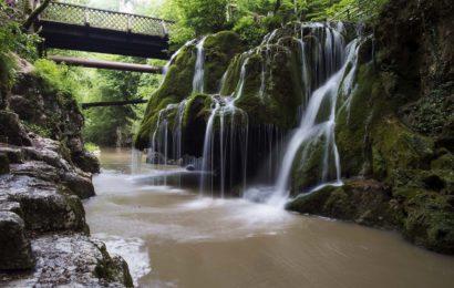 Coca-Cola HBC Romania a amenajat zona cascadei Bigar