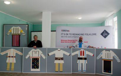 Costume populare românești reconstruite de copii din cărămizi LEGO