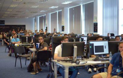 Şcoala de programare ACADEMY+PLUS se deschide la Bucureşti