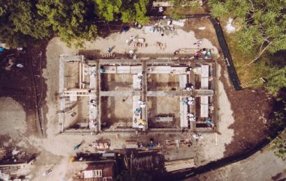 Angajatii TELUS International au voluntariat pentru construirea centrului comunitar Buftea