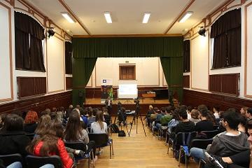 """ACTIV a lansat proiectul-pilot al campaniei educationale """"Fii tu! Fii Original!"""""""