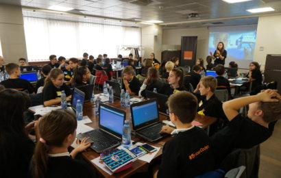 Orange Romania invita elevii la Concursul national #SuperCoders
