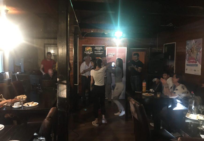 GEAC: Seniorii si tinerii au cantat impreuna, la Senior Karaoke