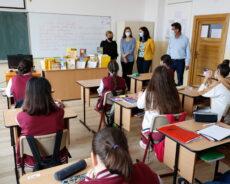 Fundația M&V Schmidt a donat cărți și materiale didactice pentru sase școli din Transilvania